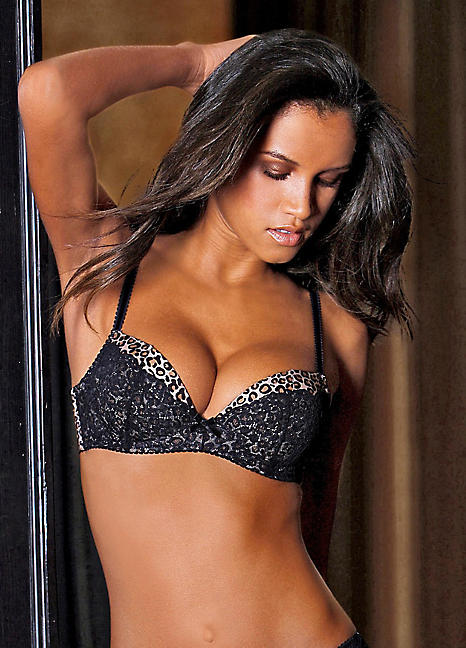 Push-Up Bras   Sexy lace detail, Maximum cleavage   LASCANA